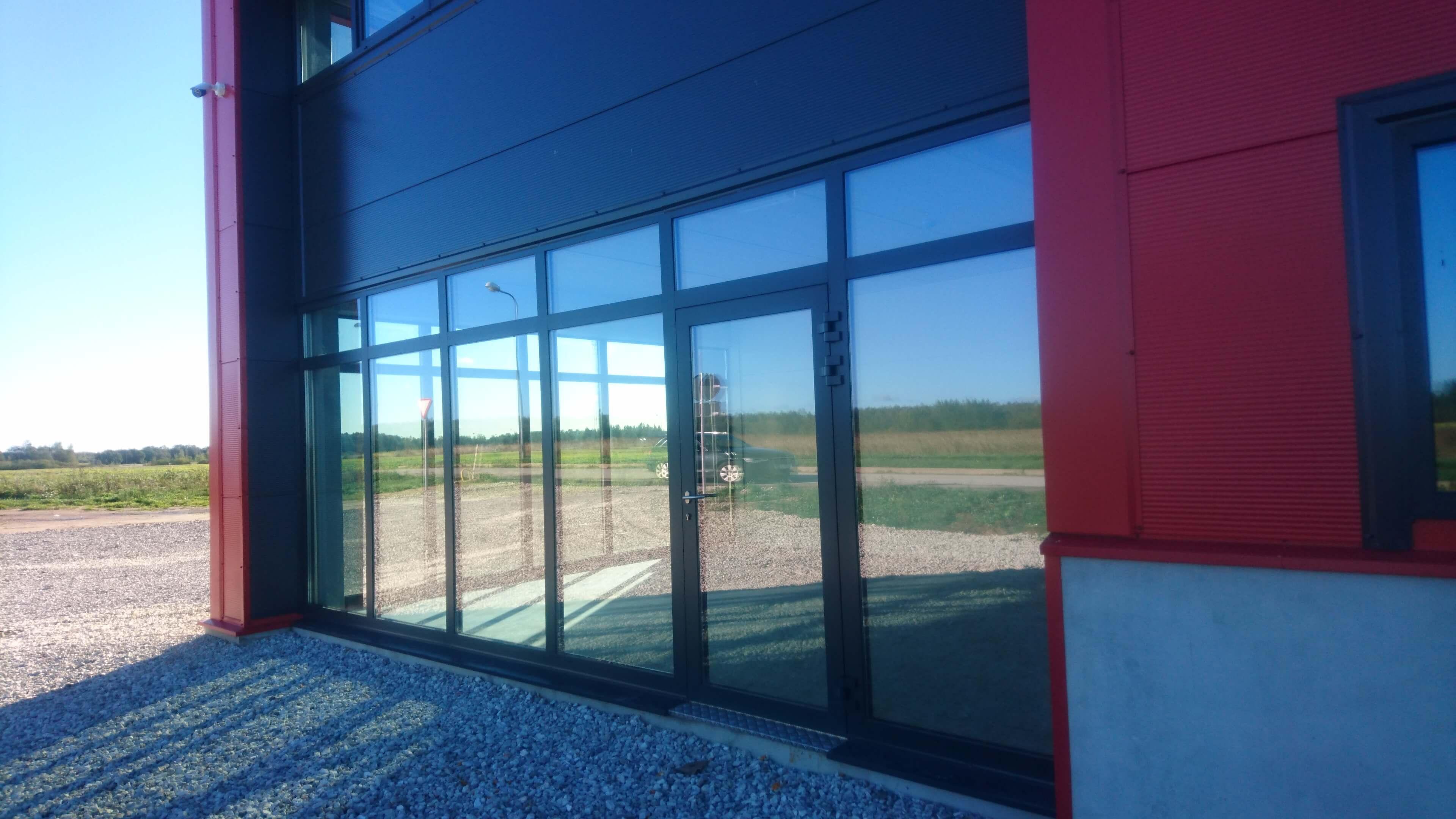 Alumiiniumprofiilist avatäited tööstushoonele